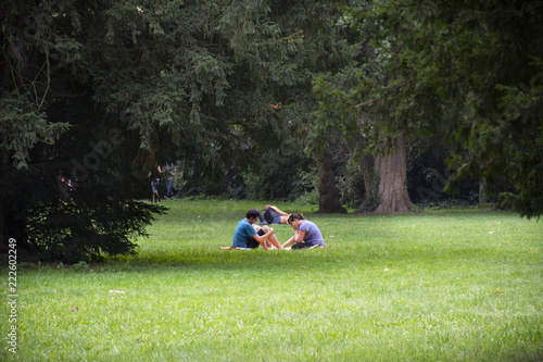 Photo  German people sit relax and picnic in garden of Speyer Cathedral at Speyer town