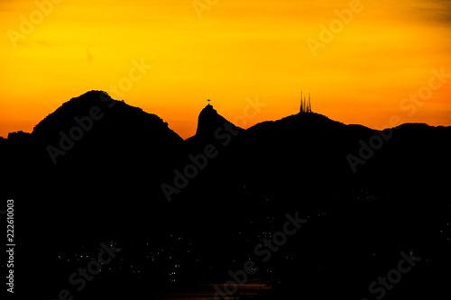 Fotobehang Meloen Sunset in city park niterói