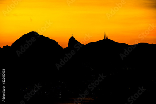 Tuinposter Zwart Sunset in city park niterói