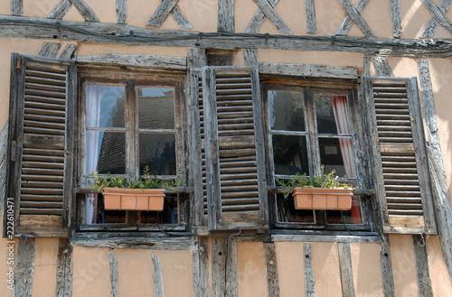 Fotografie, Obraz  Ville de Vernon, vieux volets en bois d'une vieille maison à colombages du quart