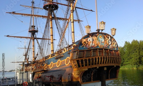 In de dag Schip old sailing ship in the port