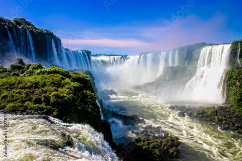 Foto auf Leinwand Wasserfalle Water cascading over the Iguacu falls in Brazil