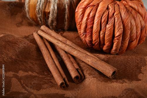 Foto op Canvas Aromatische Cinnamon sticks