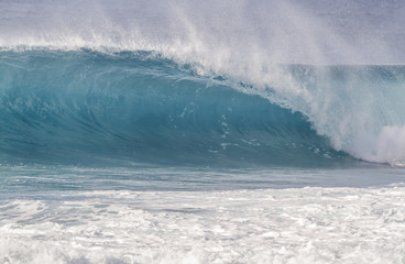 Fototapeta Beautiful light blue Ocean wave barrel breaking in Hawaii