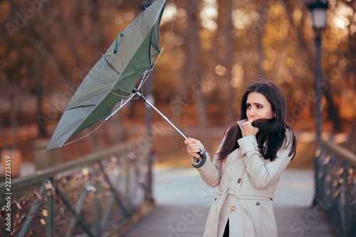 Leinwand Poster Girl Fighting The Wind Holding Umbrella Raining Weather
