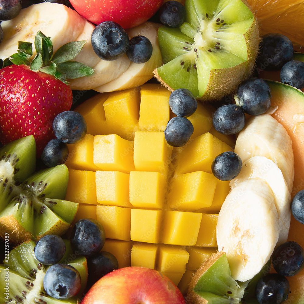 Leinwandbild Motiv - bit24 : Fruit and berries platter.