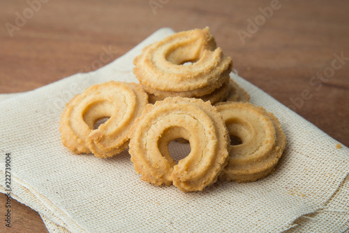 Tuinposter Koekjes Butter cookies on white linen on wooden table.