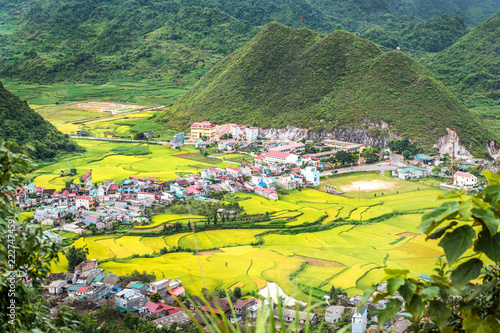 Spoed Foto op Canvas Wijngaard View of small village Fairy bosom in Tam Son town, Quan Ba District, Ha Giang Province, Vietnam. colorful mixture of paddy fields and house roofs.Twin mountain,double mountain