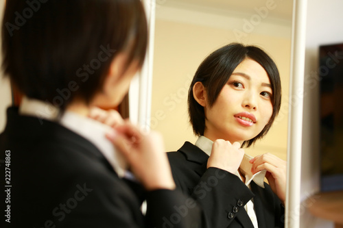 Fotografie, Obraz  準備するスーツの女性