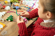 Childrens Making Decorations F...