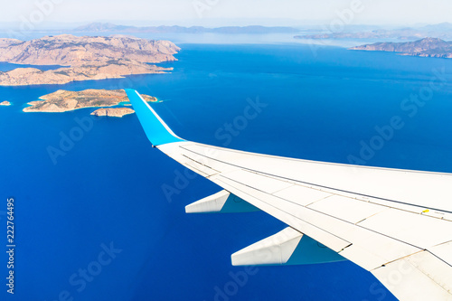 Foto op Aluminium Luchtfoto Aerial view of sea and greek islands with airplane wing