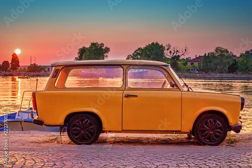 Vintage yellow car on sunset Slika na platnu