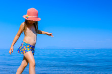 Child Girl In Summer Straw Hat...