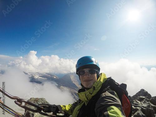 Foto op Plexiglas Alpinisme Seasoned climber in the mountains of France