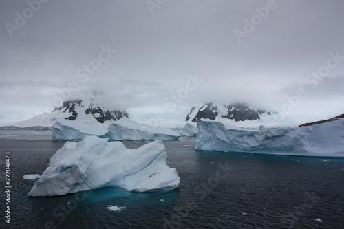 In de dag Antarctica Antarktis- Eisberg
