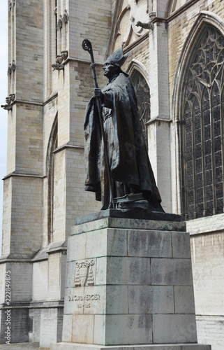 Poster Brussel Statue of cardinal Mercier near st. Michaels and st. Gudula cathedral in Brussels, Belgium