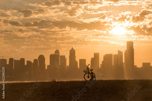 Fotografie, Obraz  Bicycle waiting for a rider in Seattle with city skyline and ferry in background