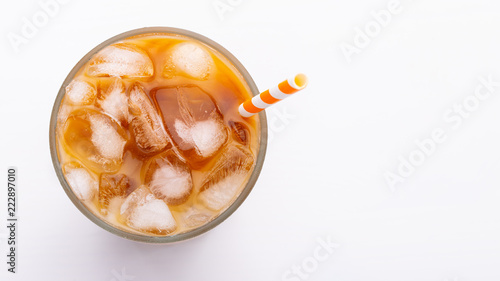 Photo Ice latte top view close up on white background and clipping paths