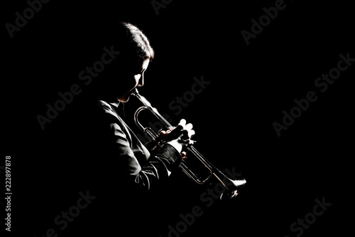 Foto auf Leinwand Musik Trumpet player playing jazz musician woman