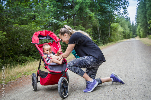 Fotografie, Obraz  Woman and her little boy taking a break from working out