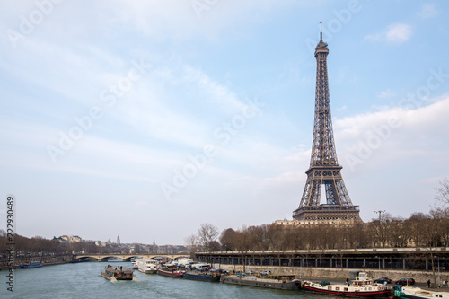 Foto op Aluminium Eiffeltoren The Eiffel tower from the river Seine in Paris