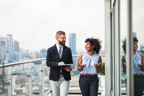 Photo  A portrait of two businesspeople standing against London view panorama