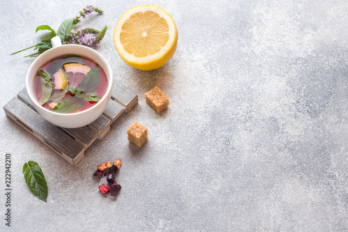 Stickers pour porte The Cup of tea, mint and lemon on grey table with copy space