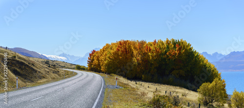Keuken foto achterwand Oceanië Panoramic scenery of Mount Cook /Aoraki road along Lake Pukaki , Mackenzie District in autumn , Canterbury region, South Island of New Zealand