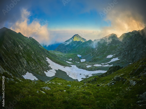Foto op Plexiglas Turkoois Mountain landscape, hiking trail in Fagaras mountains, Romania