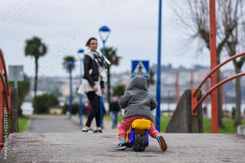 Fotografie, Tablou  Hijo, madre y moto
