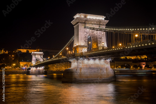 Foto op Plexiglas Boedapest The Chain Bridge in the night - Budapest - Hungary