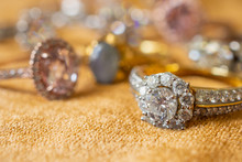 Jewelry Diamond Rings On Golde...
