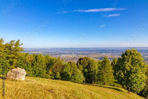 Fotobehang Europese Plekken Ausblick auf Kirchheim unter Teck vom Hörnle - Schwäbische Alb