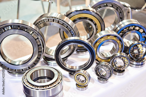 Bearings of different sizes in exhibition Canvas Print