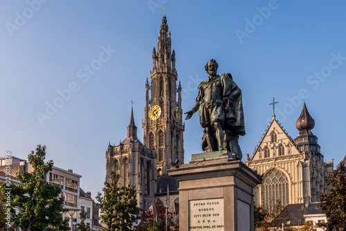 Keuken foto achterwand Antwerpen Statue of Pieter Paul Rubens with the Cathedral of our Lady in the background in Antwerp, Belgium