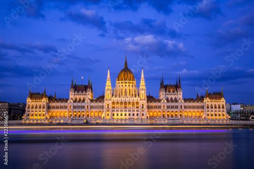Budapest Parlament Langzeitbelichtung