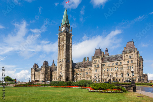 Fotografia The Center Block and the Peace Tower in Parliament Hill, Ottawa, Canada