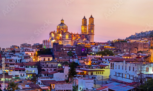 Montage in der Fensternische Mexiko Panorama of Taxco city at sunset, Mexico