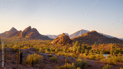 Foto op Plexiglas Amerikaanse Plekken Camelback Mountain seen from Papago Park Phoenix Arizona