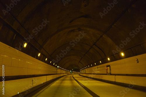 Zdjęcie XXL W tunelu autostradowym