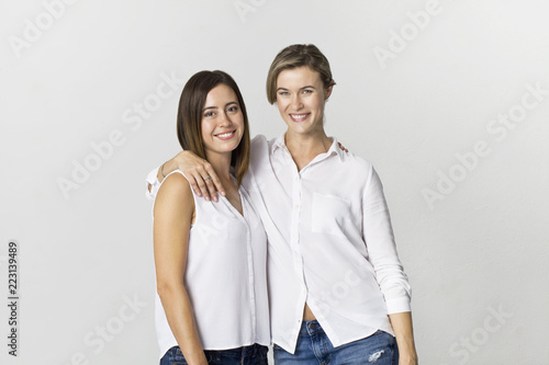 Fotografija  Two girlfriends having fun at studio background