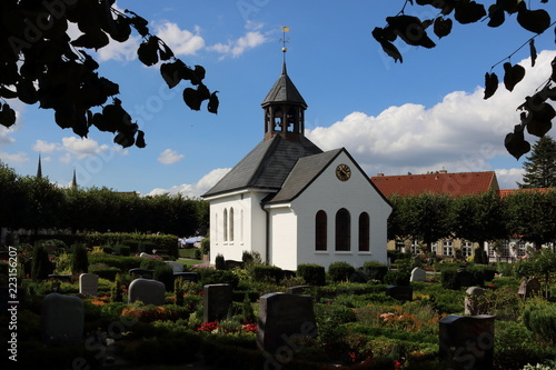 Photo Friedhof mit Kapelle in Holm, Schleswig