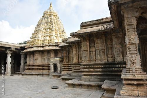 Deurstickers Bedehuis Vaidyeshvara temple, Talakad, Karnataka India
