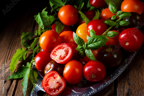 Fotografija various types of tomatoes served and presented on the silver platter