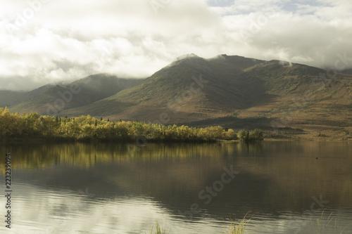 Montage in der Fensternische Honig Alaska lake in the mountains