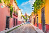 Fototapeta Uliczki - Beautiful streets and colorful facades of San Miguel de Allende in Guanajuato, Mexico