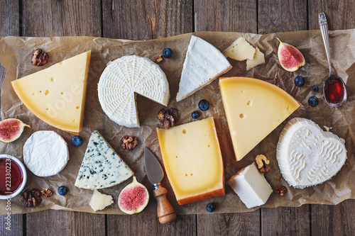 Fototapeta various types of cheese on rustic table top view obraz