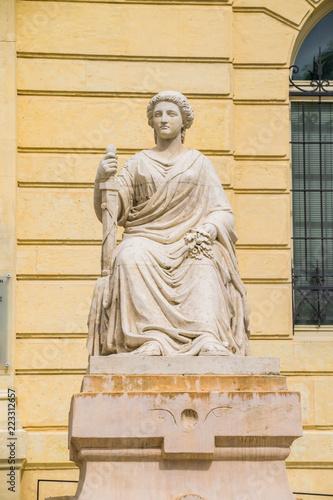Tuinposter Historisch mon. Auch, Gers, Statue.