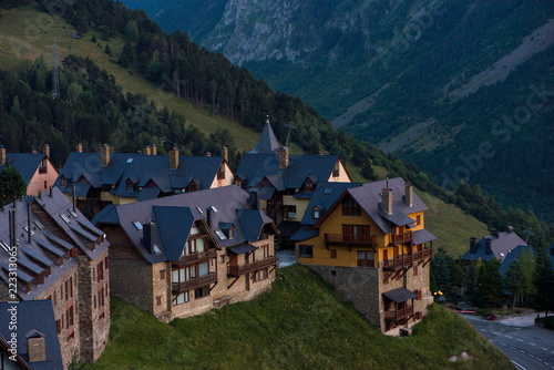 Photo Houses in a mountain village at sunset, Valle de Aran