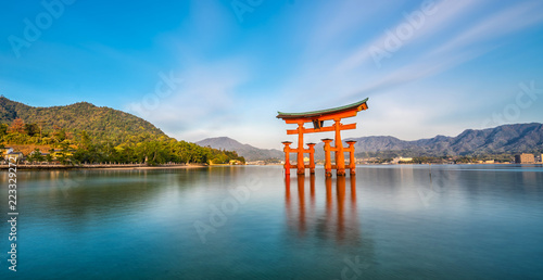 Poster Lieu connus d Asie Miyajima Island, The famous Floating Torii gate